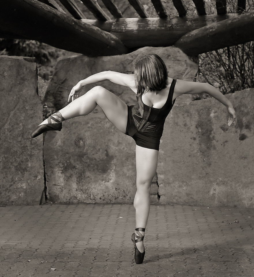 Beautiful dancer, Katie Ponozzo. Photo by Mike Reid, All Outdoor Photography Boise. Outdoor Portraits.